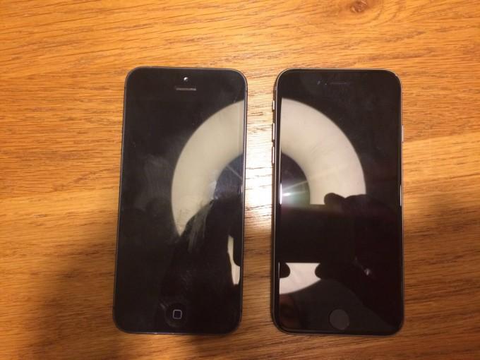 左が「iPhone 5」、右が「iPhone 5se」